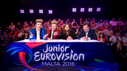 Junior-Eurovision-Éire-2016-Jedward-join-judges-Pauline-Scanlon-Fiachna-Ó-Braonáin-for-the-opening-show.jpg